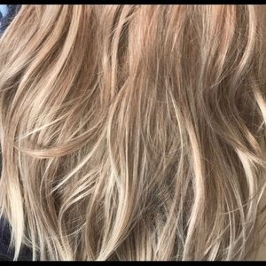 Other - Beautiful thick blonde shades wig